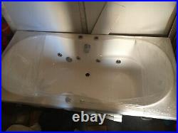 Large Jacuzzi 8 Jet Whirlpool Bath Brand New