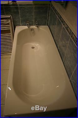 Whirlpool Bath With 6 8 Chrome Jets on 1700 x 700 White bath jacuzzi/spa